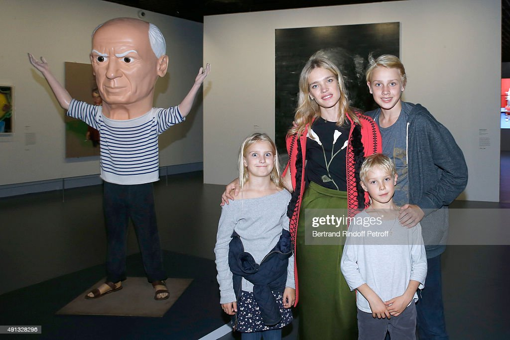 <a gi-track='captionPersonalityLinkClicked' href=/galleries/search?phrase=Natalia+Vodianova&family=editorial&specificpeople=203265 ng-click='$event.stopPropagation()'>Natalia Vodianova</a> with her children Viktor, Neva and Lucas Alexander attend the 'Picasso Mania' : Press Preview. Held at Grand Palais on October 4, 2015 in Paris, France.