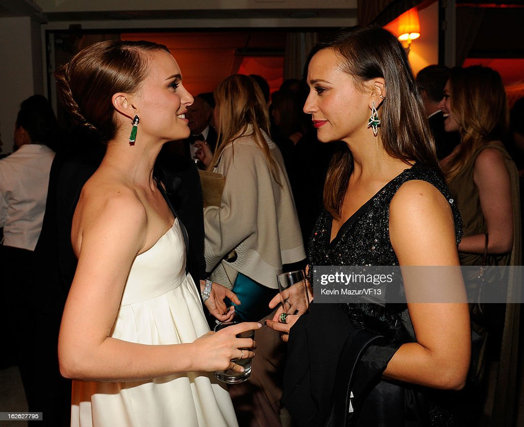 Natalie Portman and Rashida Jones attend the 2013 Vanity Fair Oscar Party hosted by Graydon Carter at Sunset Tower on February 24, 2013 in West Hollywood, California.