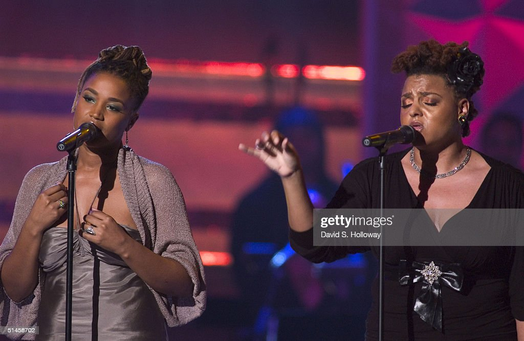 Natalie Stewart (L) and Marsha Ambrosius perform as Floetry at Black Entertainment Television's 10th Anniversary Walk of Fame celebration honoring Smokey Robinson on October 9, 2004 in Washington DC.