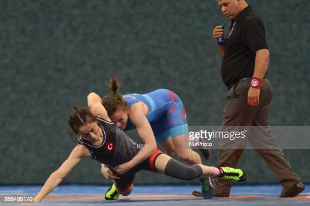 Natalya Sinshin of Azerbaijan competes against Bediha Gun of Turkey in the Women's Freestyle 55kg Wrestling during Baku 2017 4th Islamic Solidarity...