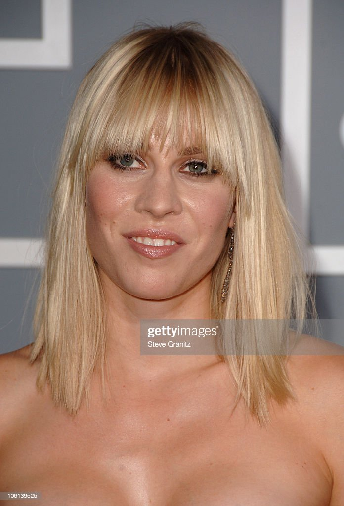 <a gi-track='captionPersonalityLinkClicked' href=/galleries/search?phrase=Natasha+Bedingfield&family=editorial&specificpeople=171728 ng-click='$event.stopPropagation()'>Natasha Bedingfield</a>, nominee Best Female Pop Vocal Performance for 'Unwritten'