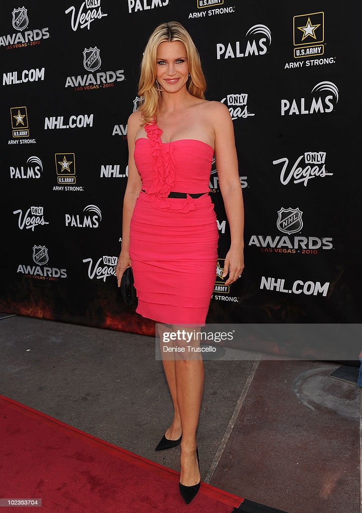 Natasha Henstridge arrives at the 2010 NHL Awards at The Palms Casino Resort on June 23, 2010 in Las Vegas, Nevada.