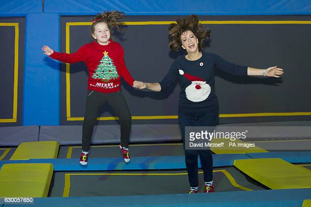 trampoline jumping photos et images de collection getty images. Black Bedroom Furniture Sets. Home Design Ideas