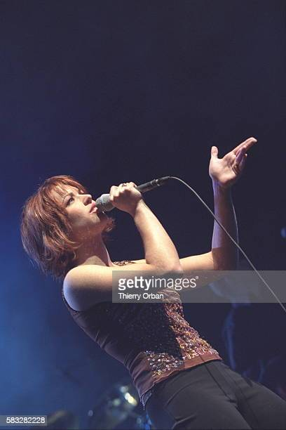 Natasha St Pier sings in the first part of Garou's concert She is representing France in the Eurovision song competition