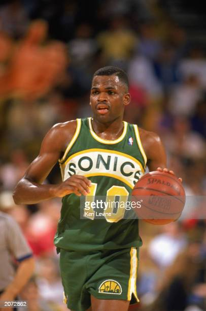 Nate McMillan of the Seattle Supersonics advances the ball during a game against the Los Angeles Lakers in the 19891990 NBA season at the Great...