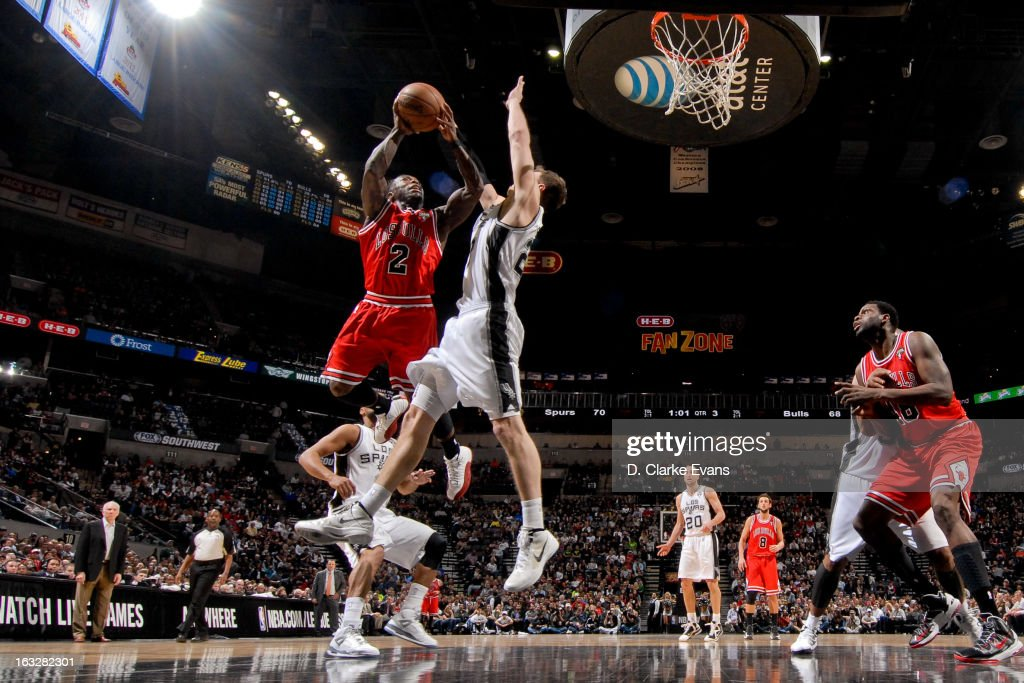 <a gi-track='captionPersonalityLinkClicked' href=/galleries/search?phrase=Nate+Robinson&family=editorial&specificpeople=208906 ng-click='$event.stopPropagation()'>Nate Robinson</a> #2 of the Chicago Bulls drives to the basket against <a gi-track='captionPersonalityLinkClicked' href=/galleries/search?phrase=Tiago+Splitter&family=editorial&specificpeople=208218 ng-click='$event.stopPropagation()'>Tiago Splitter</a> #22 of the San Antonio Spurs on March 6, 2013 at the AT&T Center in San Antonio, Texas.