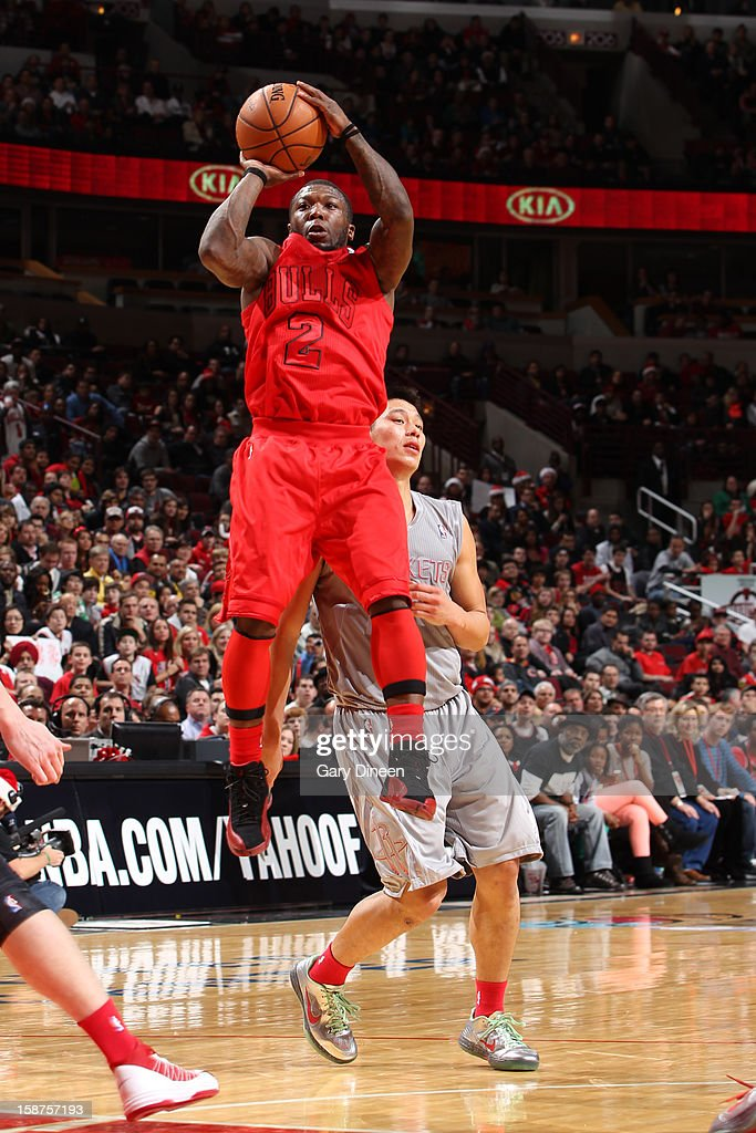 <a gi-track='captionPersonalityLinkClicked' href=/galleries/search?phrase=Nate+Robinson&family=editorial&specificpeople=208906 ng-click='$event.stopPropagation()'>Nate Robinson</a> #2 of the Chicago Bulls shoots past <a gi-track='captionPersonalityLinkClicked' href=/galleries/search?phrase=Jeremy+Lin&family=editorial&specificpeople=6669516 ng-click='$event.stopPropagation()'>Jeremy Lin</a> #7 of the Houston Rockets during a Christmas Day game on December 25, 2012 at the United Center in Chicago, Illinois.