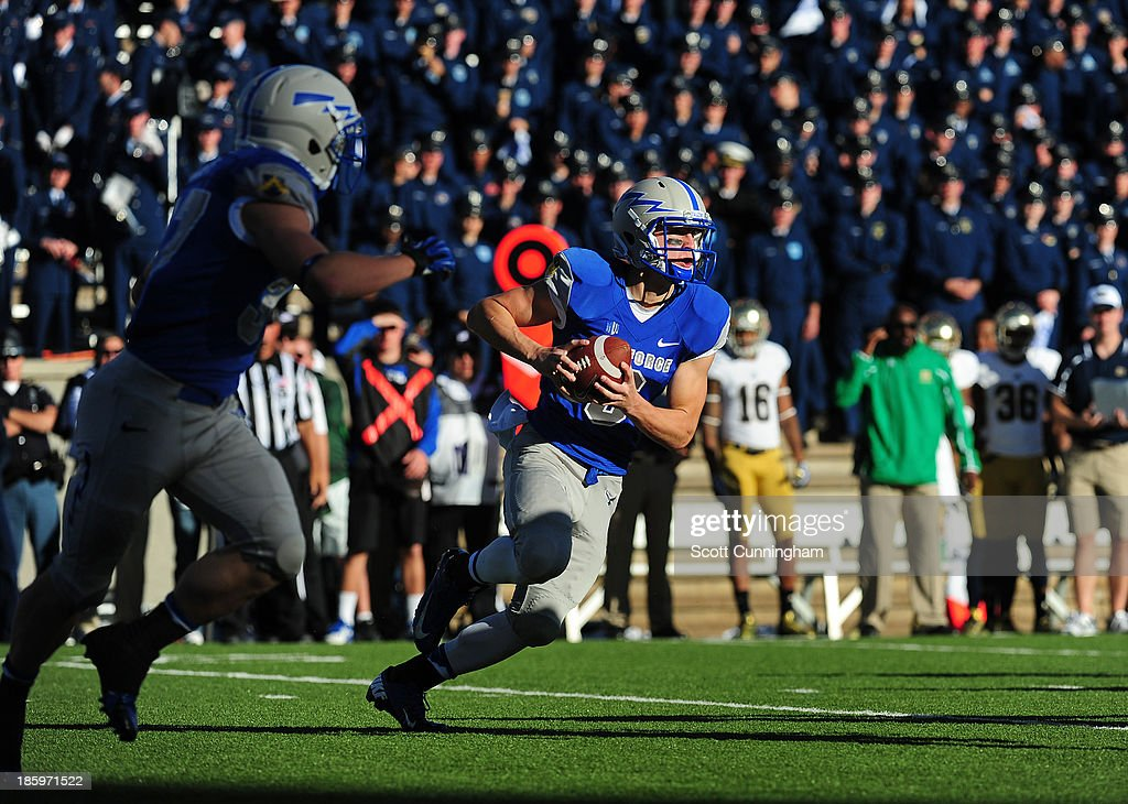 Nate Romine #6 of the Air Force Falcons runs the option against the Notre Dame Fighting Irish at Falcon Stadium on October 26, 2013 in Colorado Springs, Colorado.
