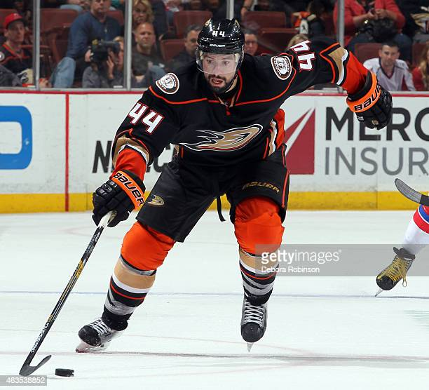 Nate Thompson of the Anaheim Ducks controls the puck against the Washington Capitals on February 15 2015 at Honda Center in Anaheim California
