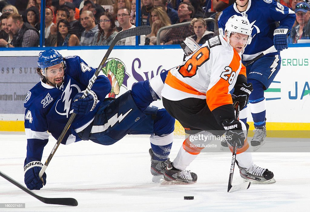 Nate Thompson #44 of the Tampa Bay Lightning and <a gi-track='captionPersonalityLinkClicked' href=/galleries/search?phrase=Claude+Giroux&family=editorial&specificpeople=537961 ng-click='$event.stopPropagation()'>Claude Giroux</a> #28 of the Philadelphia Flyers battle for the puck during the second period of an NHL game at the Tampa Bay Times Forum on January 27, 2013 in Tampa, Florida.