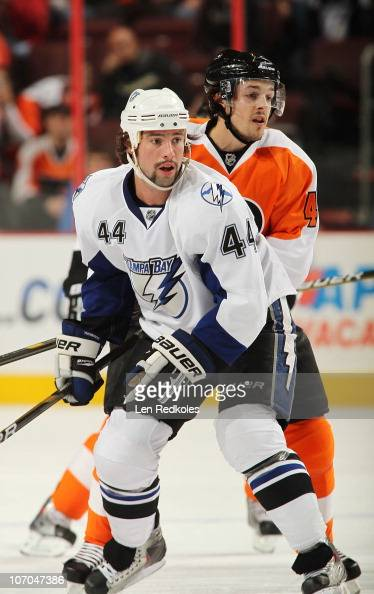 Nate Thompson of the Tampa Bay Lightning skates against Danny Briere of the Philadelphia Flyers on November 18 2010 at the Wells Fargo Center in...