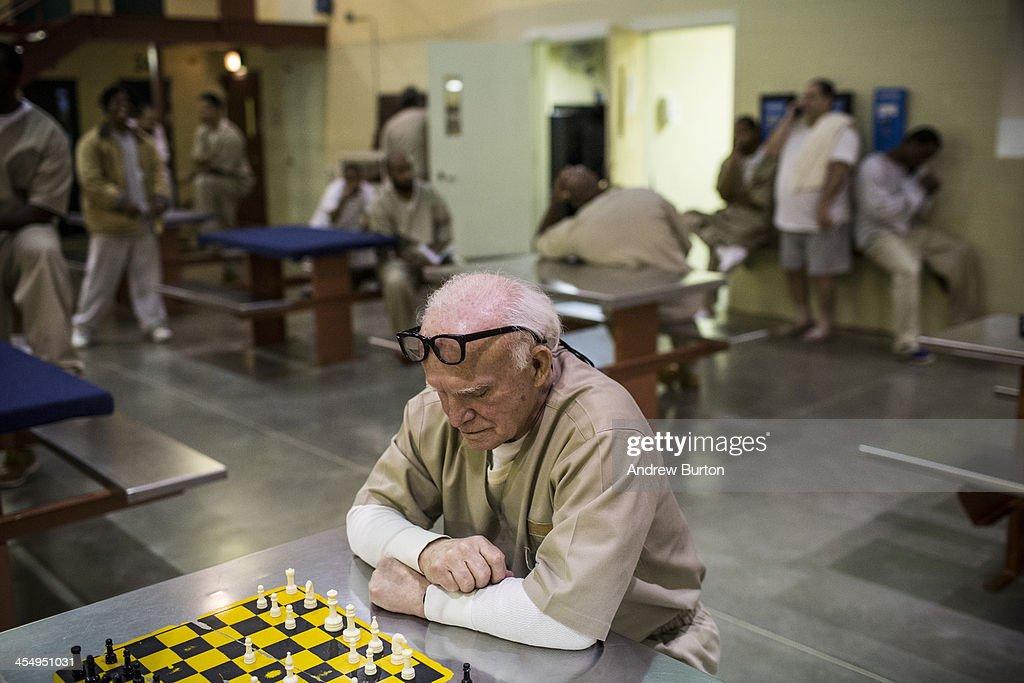 Prison Life - The U.S. Rolls Back War On Drugs With Major ...