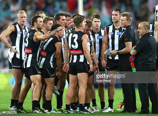 Nathan Buckley coach of the Magpies speaks to his players during the round two AFL match between the Sydney Swans and the Collingwood Magpies at ANZ...