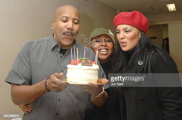 Nathan East and guest singers Shar White and Michelle John from Eric Clapton Band backstage