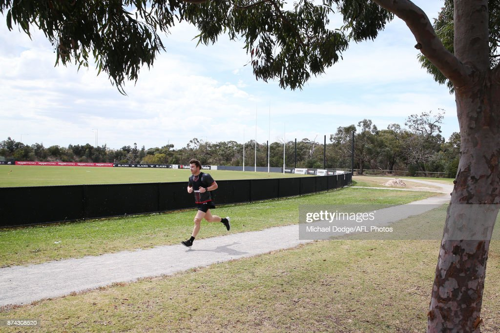 Nathan Freeman runs laps around the park during a St Kilda Saints AFL training session at Linen House Oval on November 15, 2017 in Melbourne, Australia.