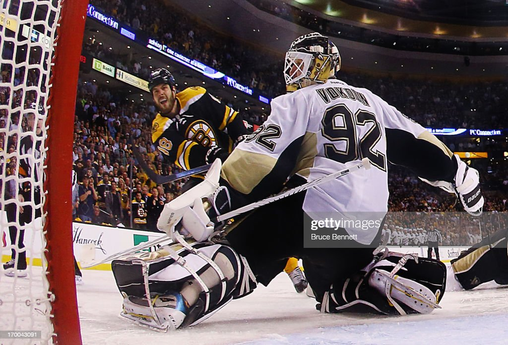 <a gi-track='captionPersonalityLinkClicked' href=/galleries/search?phrase=Nathan+Horton&family=editorial&specificpeople=204741 ng-click='$event.stopPropagation()'>Nathan Horton</a> #18 of the Boston Bruins takes the shot against <a gi-track='captionPersonalityLinkClicked' href=/galleries/search?phrase=Tomas+Vokoun&family=editorial&specificpeople=202179 ng-click='$event.stopPropagation()'>Tomas Vokoun</a> #92 of the Pittsburgh Penguins in Game Three of the Eastern Conference Final during the 2013 NHL Stanley Cup Playoffs at TD Garden on June 5, 2013 in Boston, United States. The Bruins defeated the Penguins 2-1 in the second overtime.