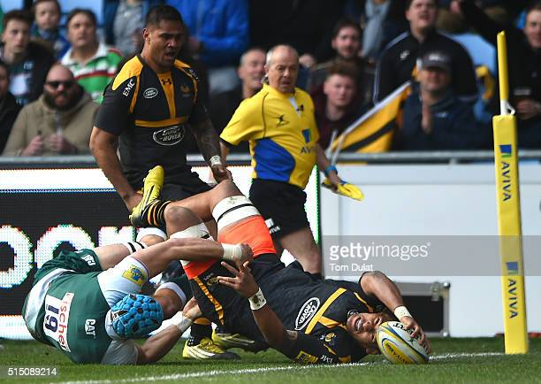 Nathan Hughes of Wasps scores a try during the Aviva Premiership match between Wasps and Leicester Tigers at The Ricoh Arena on March 12 2016 in...