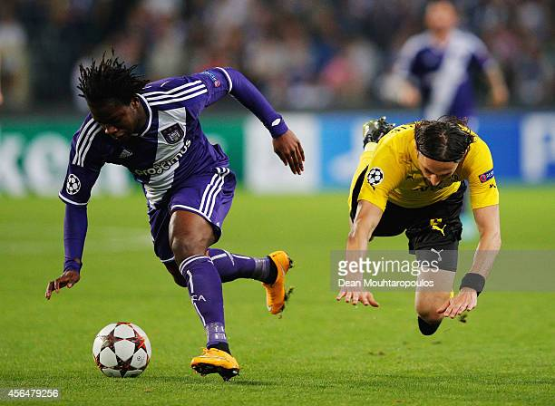 Nathan Kabasele of Anderlecht battles with Neven Subotic of Borussia Dortmund during the UEFA Champions League Group D match between RSC Anderlecht...