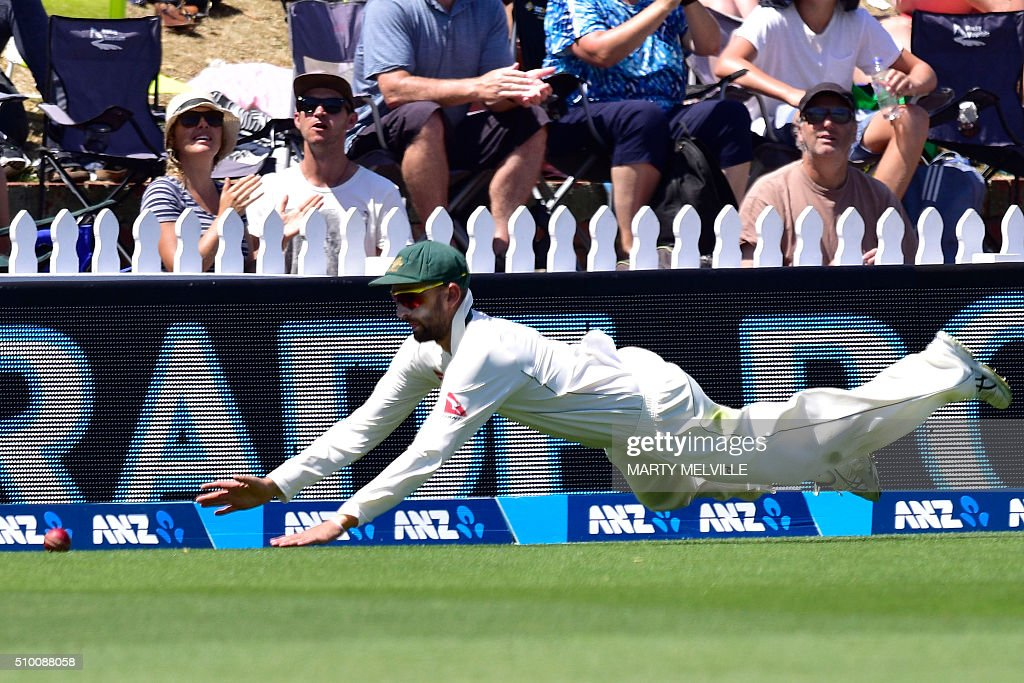 Nathan Lyon of Australia fails to stop a boundary by New Zealand's Martin Guptill during day three of the first cricket Test match between New Zealand and Australia at the Basin Reserve in Wellington on February 14, 2016. AFP PHOTO / MARTY MELVILLE / AFP / Marty Melville