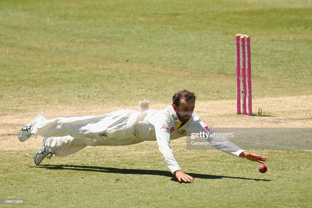 Nathan Lyon of Australia fields during day four of the Third Test match between Australia and Sri Lanka at Sydney Cricket Ground on January 6, 2013 in Sydney, Australia.