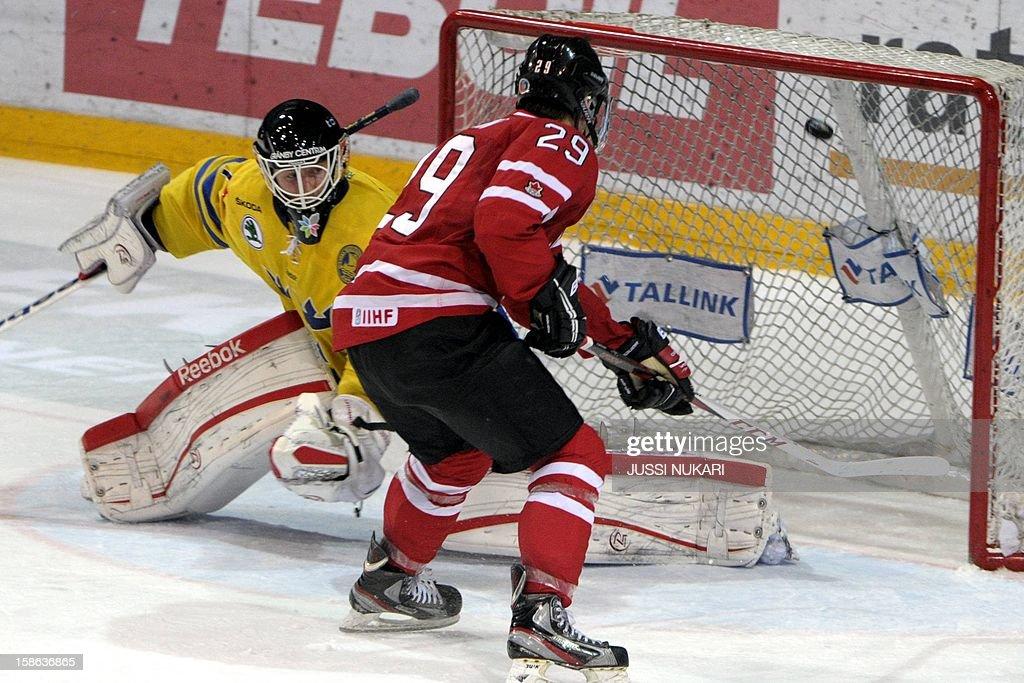 Nathan Mackinnon (R) of Canada scores past Sweden's goalie Joel Lassinanti during the U20 Premiere WC ice hockey match Canada vs Sweden in Helsinki, Finland, December 22, 2012. AFP PHOTO / LEHTIKUVA / Jussi Nukari