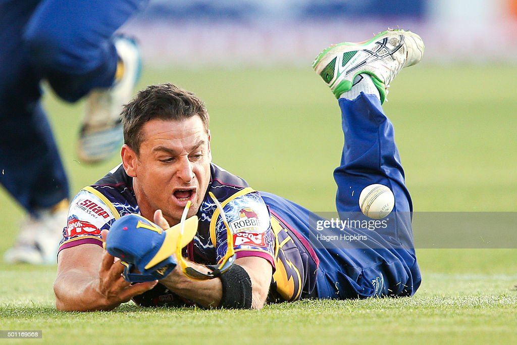 <a gi-track='captionPersonalityLinkClicked' href=/galleries/search?phrase=Nathan+McCullum&family=editorial&specificpeople=884481 ng-click='$event.stopPropagation()'>Nathan McCullum</a> of the Volts attempts to field the ball during the Georgie Pie Super Smash Final match between the Auckland Aces and Otago Volts at Yarrow Stadium on December 13, 2015 in New Plymouth, New Zealand.
