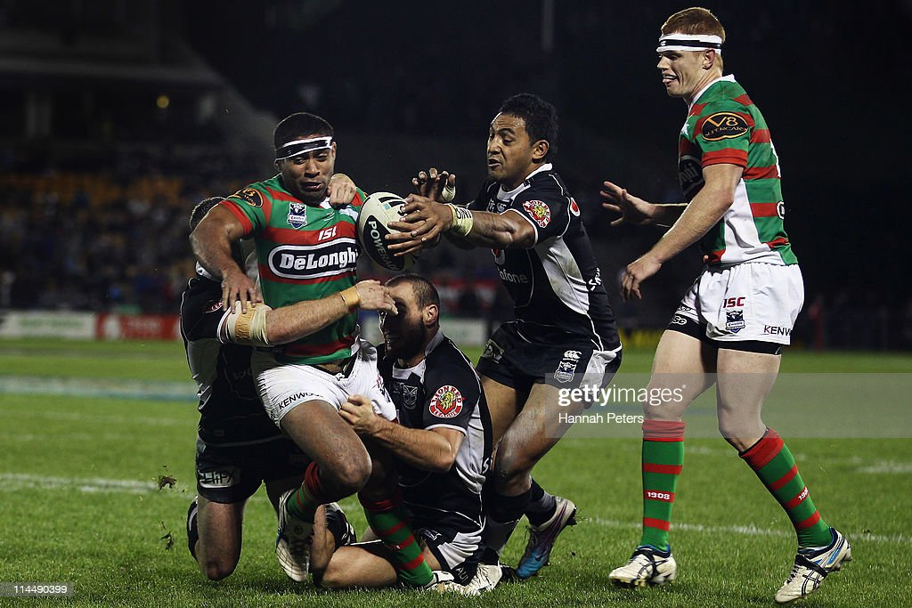 <a gi-track='captionPersonalityLinkClicked' href=/galleries/search?phrase=Nathan+Merritt&family=editorial&specificpeople=563463 ng-click='$event.stopPropagation()'>Nathan Merritt</a> of the Rabbitohs charges towards the line during the round 11 NRL match between the Warriors and the South Sydney Rabbitohs at Mt Smart Stadium on May 22, 2011 in Auckland, New Zealand.