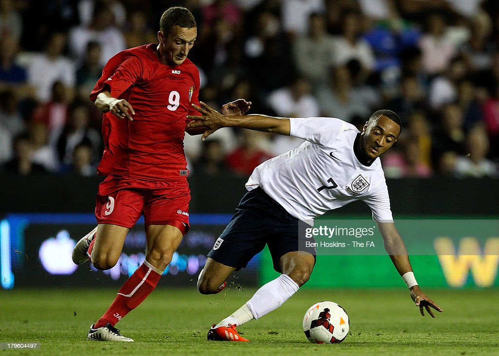 <a gi-track='captionPersonalityLinkClicked' href=/galleries/search?phrase=Nathan+Redmond&family=editorial&specificpeople=6489095 ng-click='$event.stopPropagation()'>Nathan Redmond</a> of England (R) is challenged by Gheorghe Anton of Moldova during the 2015 UEFA European U21 Championships Qualifier match between England U21 and Moldova U21 at Madejski Stadium on September 5, 2013 in Reading, England.