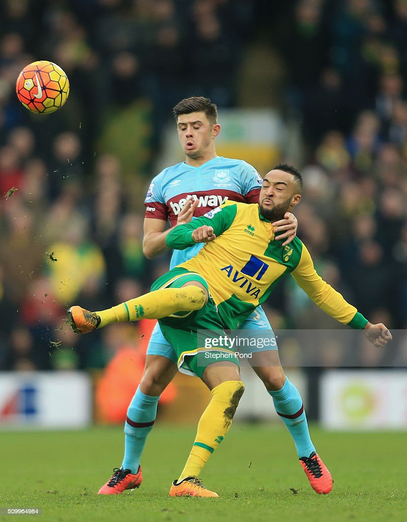 Hathan Redmond of Norwich City and <a gi-track='captionPersonalityLinkClicked' href=/galleries/search?phrase=Aaron+Cresswell&family=editorial&specificpeople=6175637 ng-click='$event.stopPropagation()'>Aaron Cresswell</a> of West Ham United compete for the ball during the Barclays Premier League match between Norwich City and West Ham United at Carrow Road on February 13, 2016 in Norwich, England.