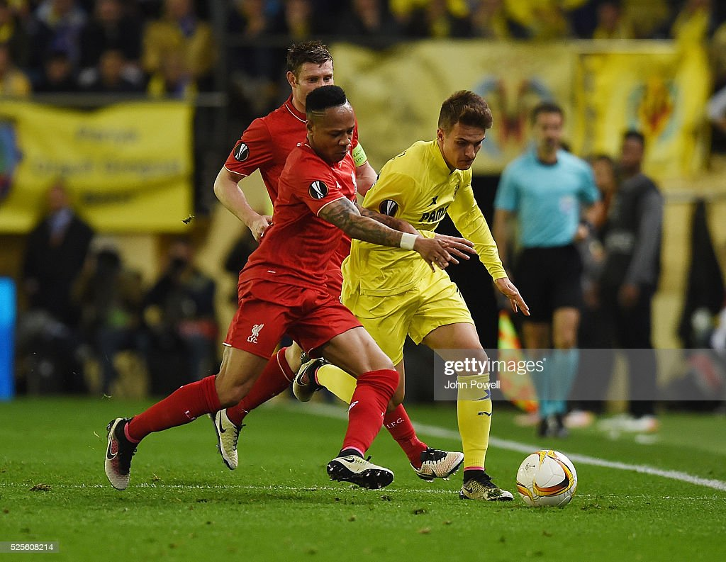 Nathaniel Clyne of Liverpool competes with Denis Suarez of Villarreal during the UEFA Europa League Semi Final: First Leg match between Villarreal CF and Liverpool on April 28, 2016 in Villarreal, Spain.