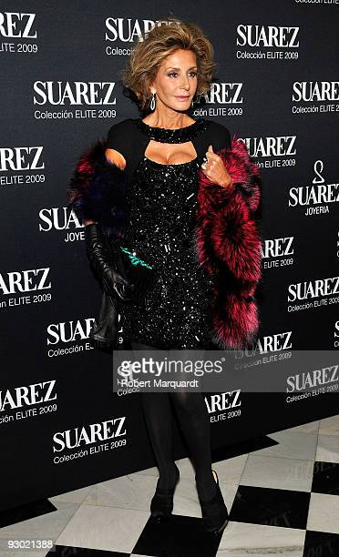 Nati Abascal attends the Suarez 'Elite by you 2009' photocall at the Theater Liceu on November 12 2009 in Barcelona Spain