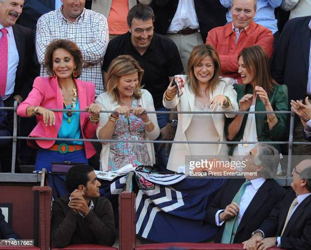 Nati Abascal Cari Lapique Nuria Gonzalez and Nieves Alvarez attend 'San Isidro' bullfights season 2011 at Plaza de Toros de Las Ventas on May 20 2011...