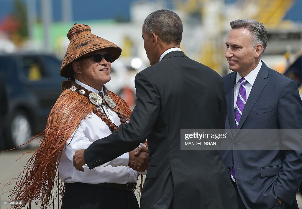 National Congress of American Indians President Brian Cladoosby (L) greets US President Barack Obama as King County, County Executive Dow Constantine (R) watches upon his arrival at Seattle-Tacoma International Airport in Seattle, Washington on June 24, 2016. / AFP / MANDEL