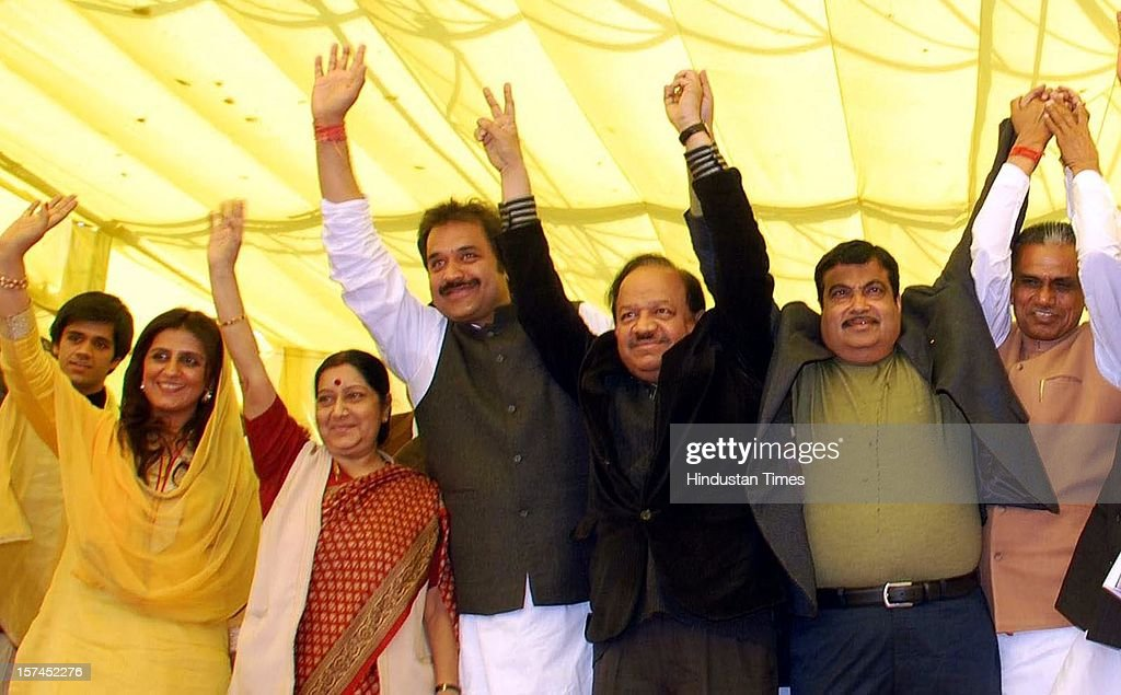 BJP national leaders Sushma Swaraj, Harshwardhan and Nitin Gadkari with Haryana Janhit Congress (BL) supremo Kuldeep Bishnoi and his wife Renuka Bishnoi waving at supporters during Jan Samarthan rallay on December 2, 2012 in Sirsa, India.