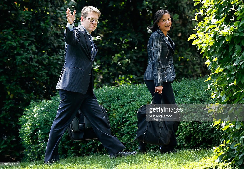 U.S. National Security Advisor Susan Rice (R) and Press Secretary Jay Carney return to the west wing of the White House after traveling with U.S. President Barack Obama May 28, 2014 in Washington, DC. Obama gave a major foreign policy speech during the commencement address at West Point earlier in the day.