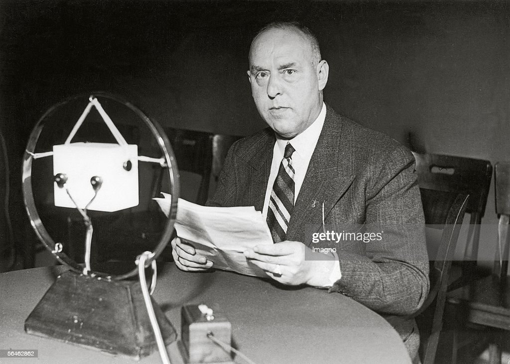 National Socialist Gregor Strasser talking at the microphone about the issue 'The Basic Ideas about the State in National Socialism'. Photography. 15.6.1932. (Photo by Imagno/Getty Images) [Der Nationalsozialist Gregor Strasser spricht im Rundfunk ueber das Thema 'Die Staatsidee des Nationalsozialismus'. Photographie. 15.6.1932]