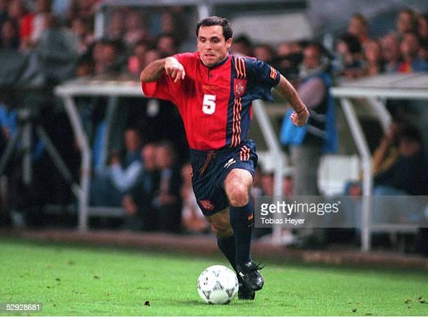 FUSSBALL Nationalmannschaft 1997/Team SPANIEN/ 111097 Barjuan SERGI/ESP EINZELAKTION