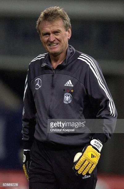 Nationalmannschaft Deutschland 2003 Gelsenkirchen Training Torwarttrainer Sepp MAIER/Deutschland