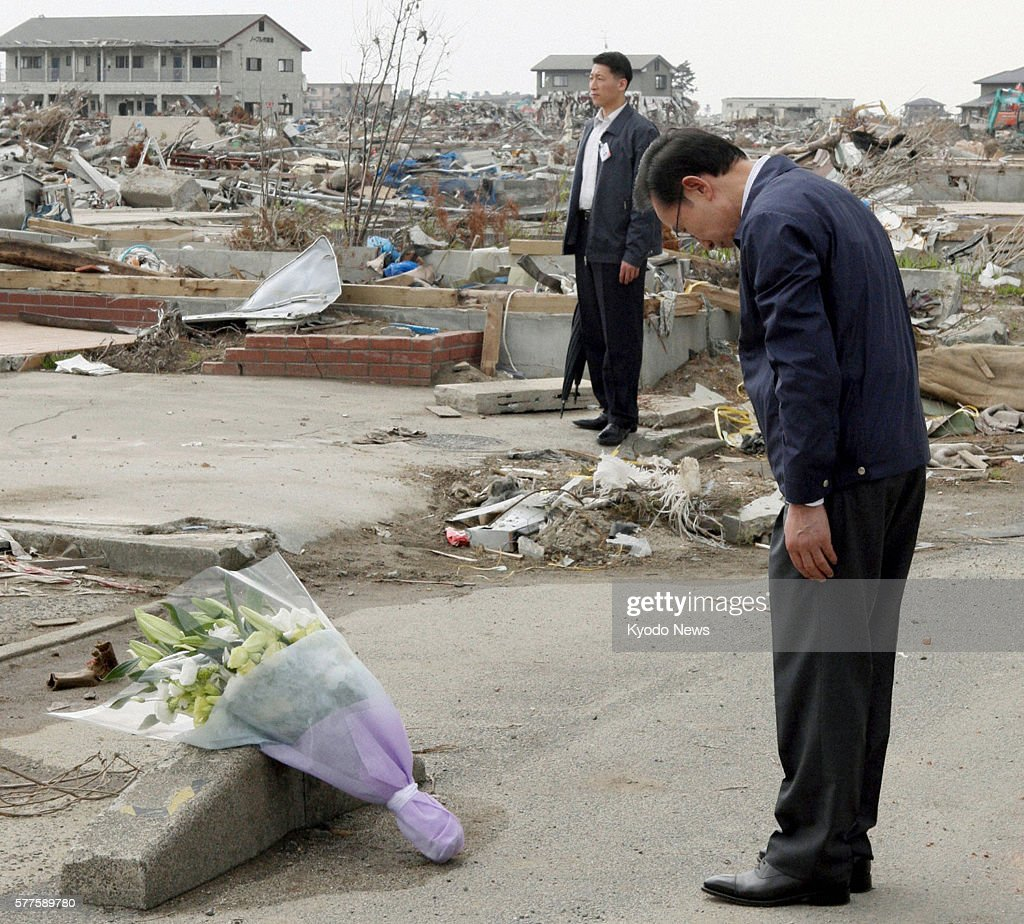 Natori Japan South Korean President Lee Myung Bak offers flowers for the victims of the March 11 2011 earthquake and tsunami at the disasterstruck...