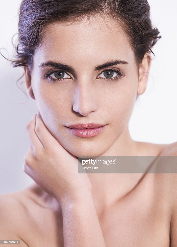 Natural beauty shot of young brunette woman : Stock Photo