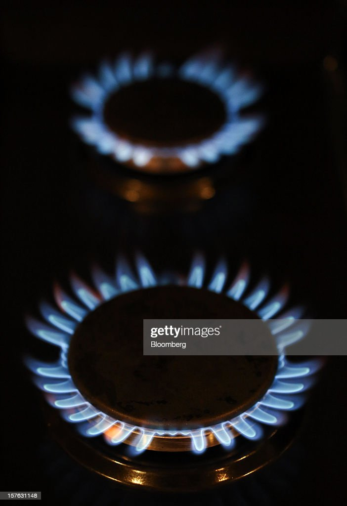 Natural gas burns on a kitchen stove in Hornchurch, U.K., on Tuesday, Dec. 4, 2012. The regulatory investigation into alleged manipulation in the U.K. gas market, Europe's biggest, may fail to undermine a price-setting system that relies on daily conversations between journalists and traders. Photographer: Chris Ratcliffe/Bloomberg via Getty Images