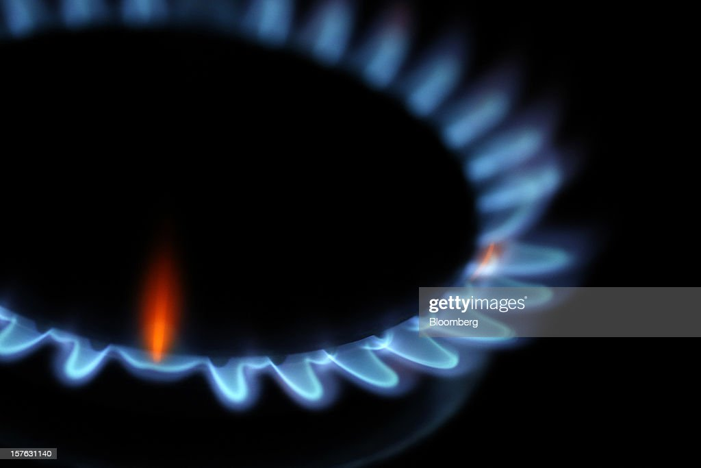 Natural gas burns on a kitchen stove in London, U.K., on Sunday, Dec. 2, 2012. The regulatory investigation into alleged manipulation in the U.K. gas market, Europe's biggest, may fail to undermine a price-setting system that relies on daily conversations between journalists and traders. Photographer: Simon Dawson/Bloomberg via Getty Images