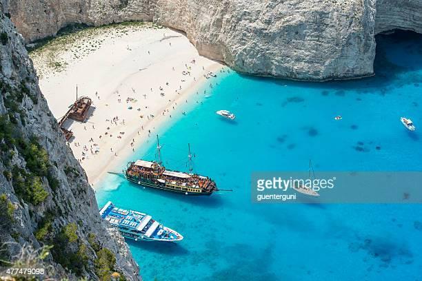 Navagio Bay mit Booten und shipwreck island, Zakynthos, Griechenland