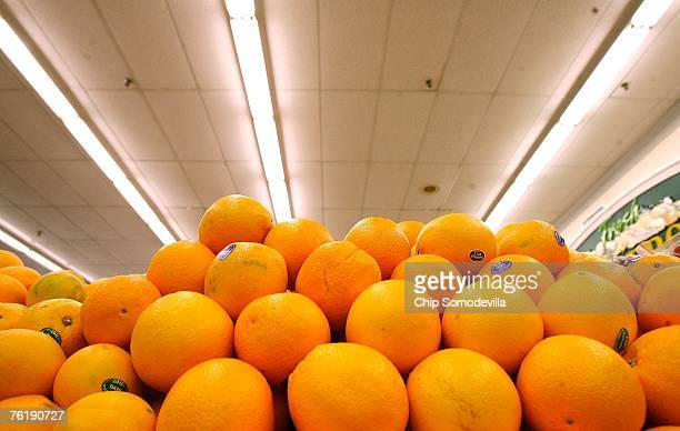 Navel oranges from South Africa are for sale at a Safeway grocery store August 20 2007 in Washington DC The US Labor Department released inflation...