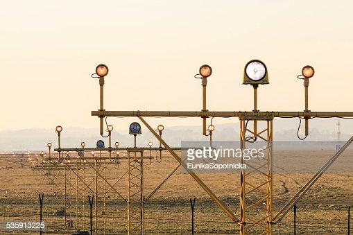 As luzes de navegação no aeroporto : Foto de stock