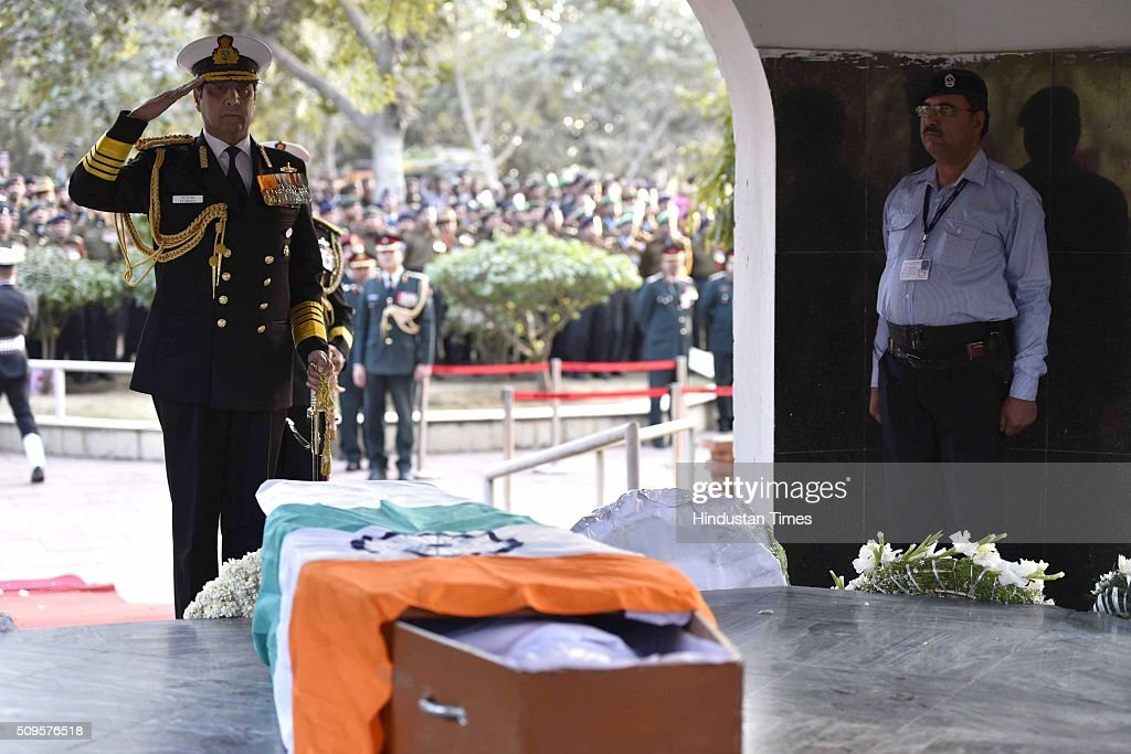 Navy Chief Admiral Robin K Dhowan paying his last respect to the rescued soldier Lance Naik Hanumanthappa during his funeral ceremony at Brar square crematorium on February 11, 2016 in New Delhi, India. Lance Naik Hanamanthappa Koppad of 19 Madras Regiment was rescued alive on night after being buried under 35 feet of snow for six days. The lone survivor of the February 3 Siachen avalanche that claimed the lives of nine soldiers, breathed his last at the Army RR Hospital in Delhi.