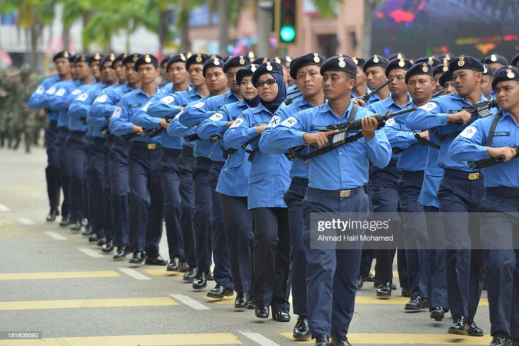 CONTENT] navy, free, march, parade, independence, free, gun, gun, blue, handsome, smart, organized, flag, robust