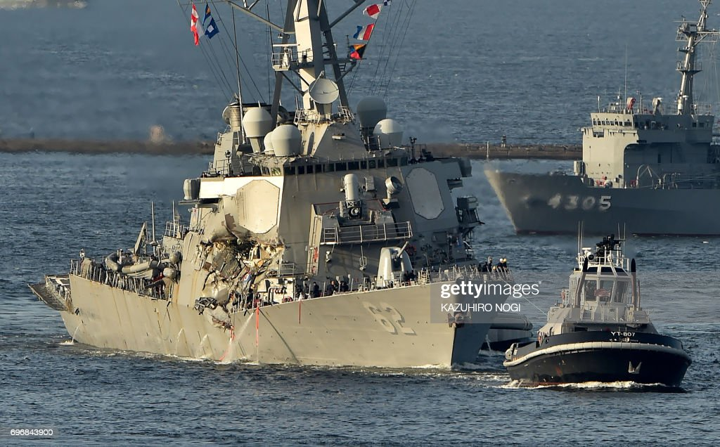 US Navy guided missile destroyer USS Fitzgerald arrves at its mother port US Naval Yokosuka Base, Kanagawa prefecture on June 17, 2017. The US and Japan launched a major search operation to find seven missing American sailors on June 17 after their navy destroyer collided with a container ship, crushing the side of the military vessel. / AFP PHOTO / Kazuhiro NOGI