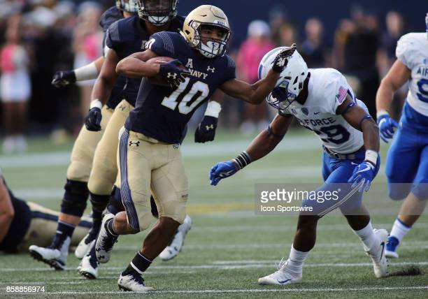 Navy Midshipmen running back Malcolm Perry breaks loose into the secondary during a match between Navy and Air Force on October 07 at NavyMarine...