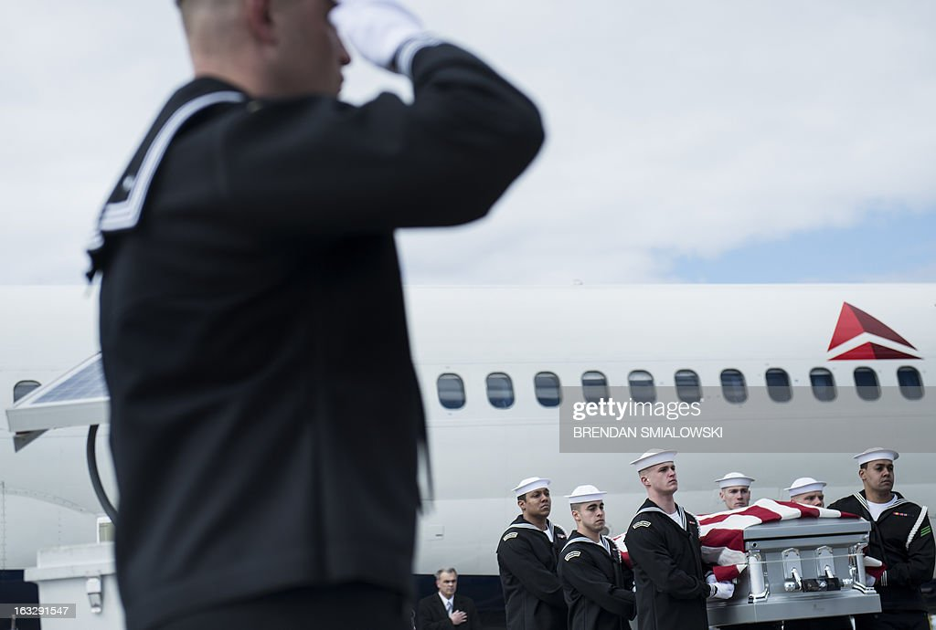 Navy transfer team carries the remains of a US Civil War casualty from Delta Flight 1172 during a dignified transfer at Dulles International Airport on March 7, 2013 in Sterling, Virginia. The remains of two unknown soldiers found inside the sunken iron clad ship, the USS Monitor, were transfered for burial at Arlington National Cemetery after being discovered in 2002 and being sent to Joint POW/MIA Accounting Command in Hawaii for possible genetic identification. AFP PHOTO/Brendan SMIALOWSKI